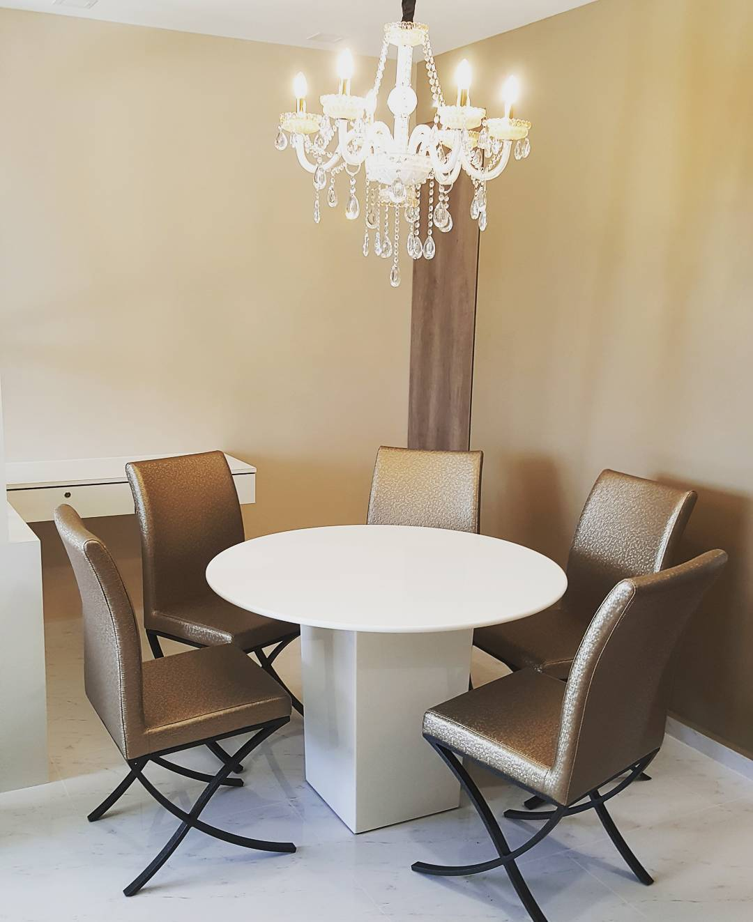 round-dining-tables-2
