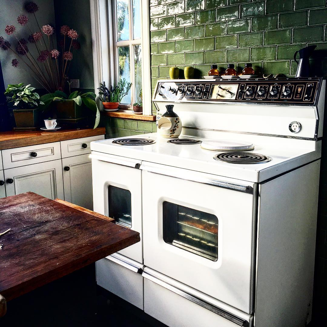 green-kitchen-tiles