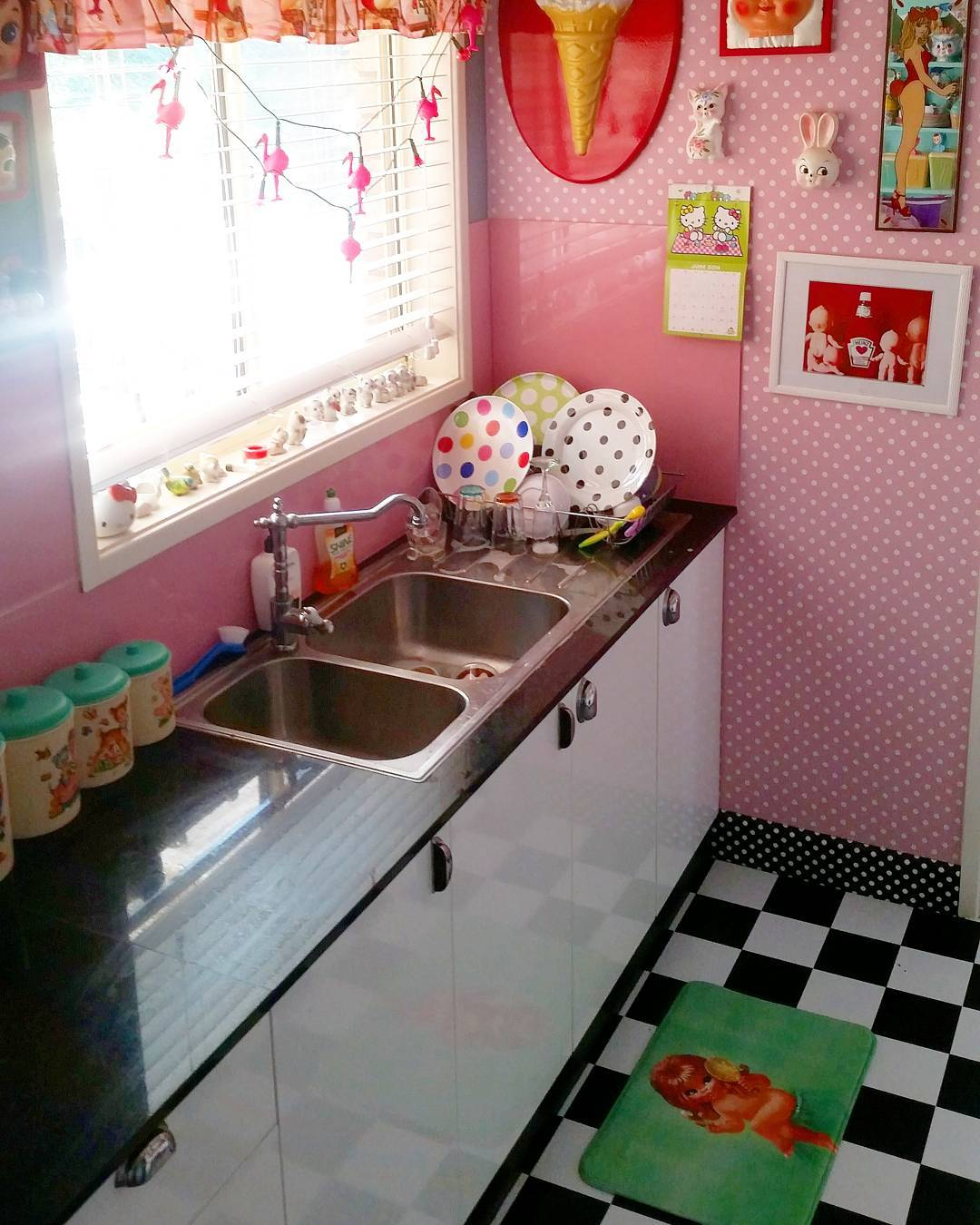 accent-colors-for-retro-kitchens