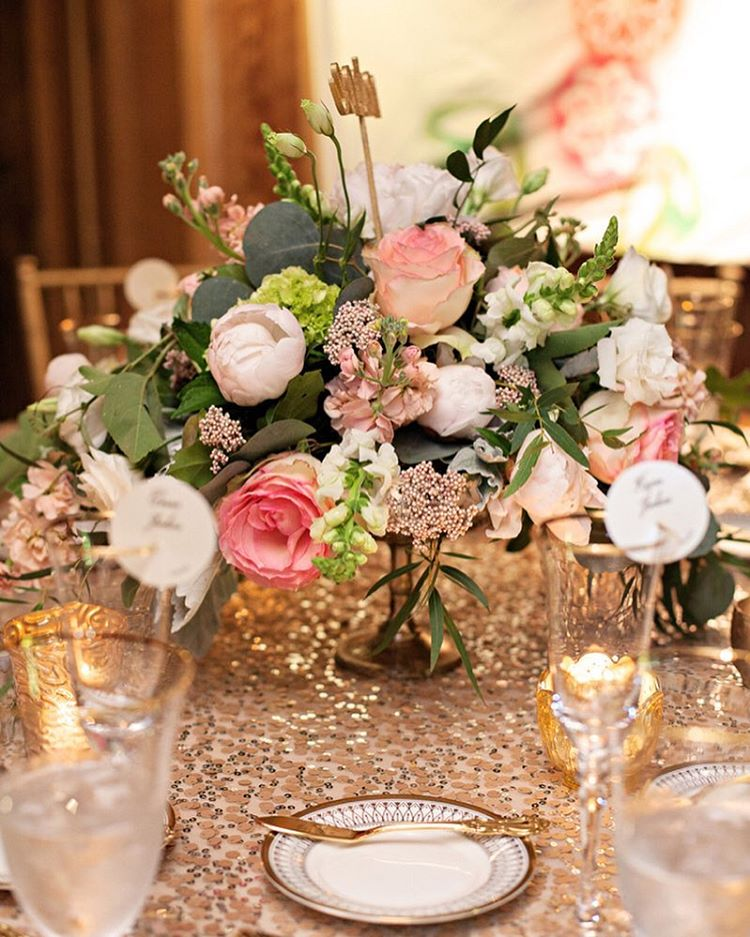 elegant-dining-room-table-centerpieces-ideas-2