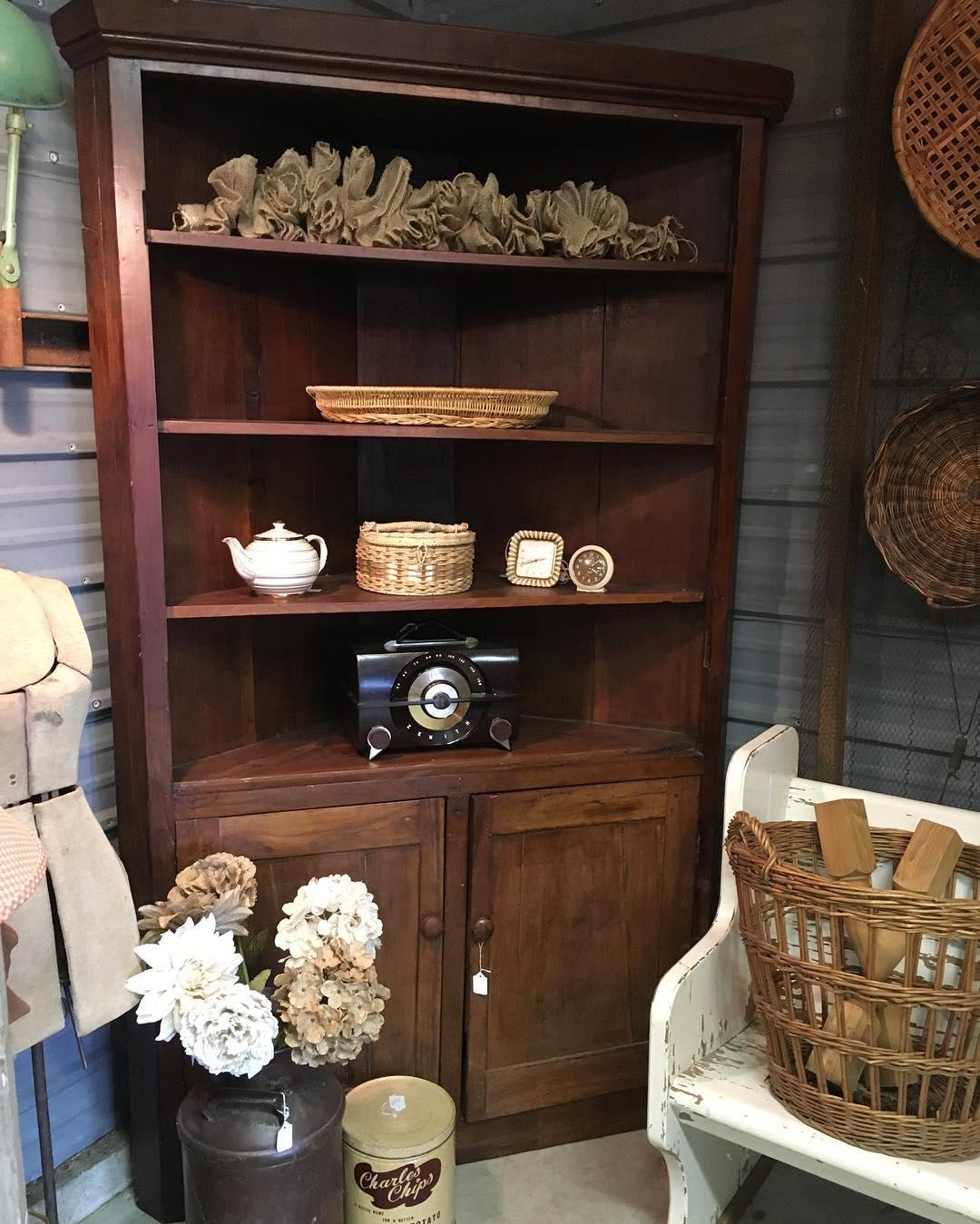 corner-pantry-cabinet