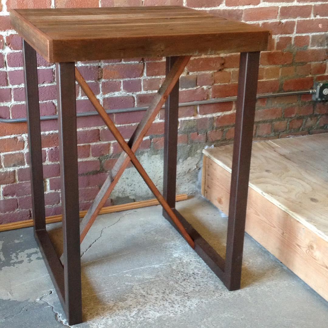 pub-table-9