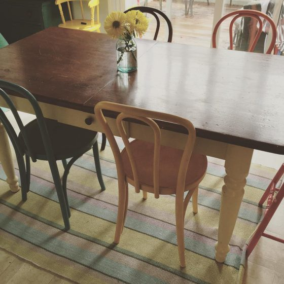 kitchen-rugs-under-tables