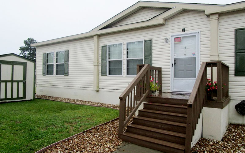 Wood steps for mobile home